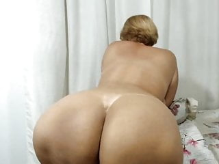 Latin moms huge ass - Latin mom with a huge ass