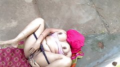 Outdoor Risky Fucking Indian Milf On Farmhouse Backyard