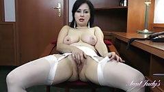 Wanilianna Masturbates for you at the office
