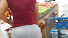thick ass bitch walking