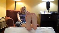 Tori Talks Feet