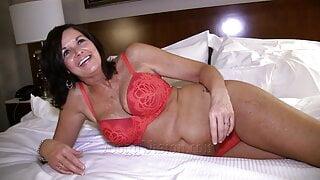 FULL VIDEO – 50yo Swinger Wife GILF Makes a Porno