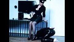 Fetiche de amante peituda domina escravo