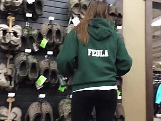 Croc handjob - Dw teen feola in spandex pants looking at crocs