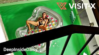 VISIT-X Betrunken nach Poolparty bei Dildospielchen erwischt