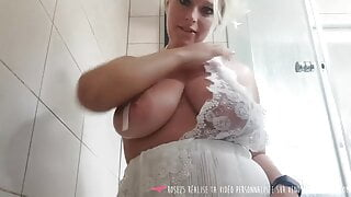 Vends-ta-culotte - Big boobs french girl under the shower