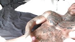 Tattoed muscle jerk off sperm
