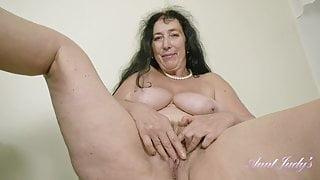 Mature Esmerelda - devina 2  - keyholevideo