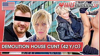 MILF Hunter nails Vicky in an office ruin! milfhunting24