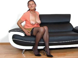 Mature sit - Mommy linda loves to sit on the face of young boys