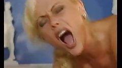 naked woman Kelly fucks in pool boob