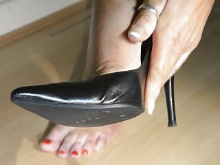 Cumshot in high heel shoes - Dangling popping black stiletto high heel shoes