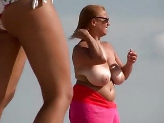 Voyer redhead Voyer on the beach - milf got huge tits 3