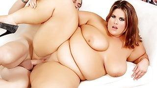 Hefty Erin Green Opens Her Cunt for Cock