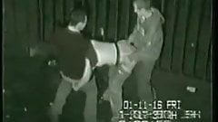 Видеозаписи с тройничка за спиной клуба в Великобритании с камеры наблюдения
