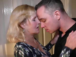 Vaginal insertons - Mother molly gets vaginal and oral sex with son