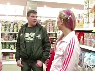 Tg slut Teeny fickt direkt im kaufhaus fuer ein kleines tg