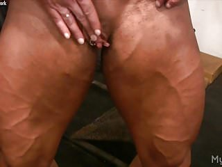 Fmale bodybuilders fucking - Female bodybuilder lisa cross plays w her fucking big clit