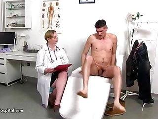 Zelda having sex Handjob doctor zelda