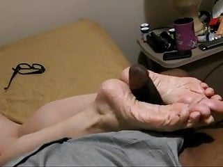 Sexy new years girls Lyns wrinkled soles - new years cumload