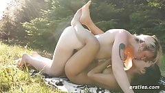 Il picnic pieno di sesso di Hanna e Jin