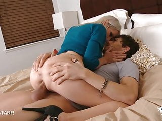 Huge tits video bounce - Gorgeous blonde milf huge tits bounce as she get pounded