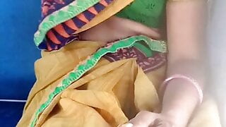 Aunty showing navel and boobs