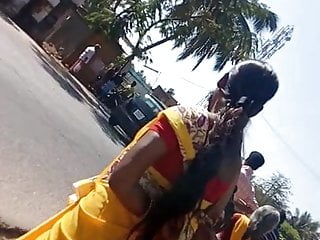 Side boobs Tamil hot married girl showing big side boobs at bus stop