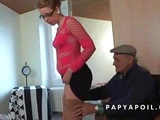 Porno pute jeune gratuit Papy baise une jeune pute avec un pote qui la sodomise