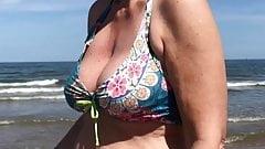 beachvoyeur sexy milf big bikini tits