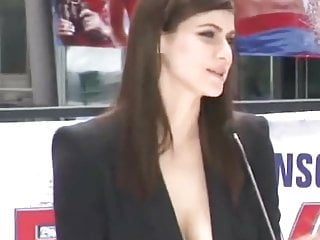 Alexandra natural hairy Alexandra anna daddario massive cleavage