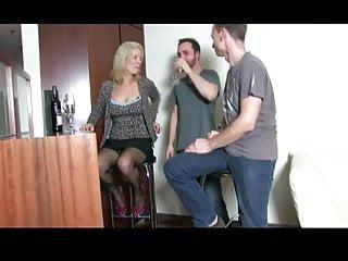 Hotel cum - Milf wird geil im hotel gefickt