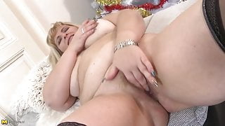 Curvy mature mom and wife with hungry cunt
