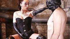 Госпожа обожает трахать страпоном ее секс-рабыню