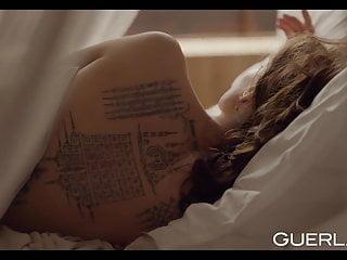 Angelina free jolie naked video Angelina jolie pub guerlain