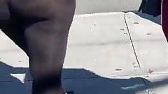 Gostosa en legging transparente con culo gigante