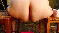 la grosse salope de Huguette adore faire des surprises