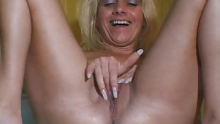 Lady Shows ALL 19
