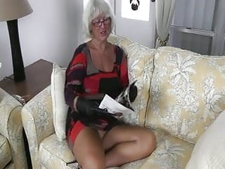 Hot sexy granny pussy Hot sexy older cougar hj in leather gloves- pov