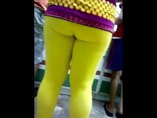 Amarillo escorts Culona leggins amarillos