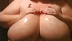 Bbw using body lotion