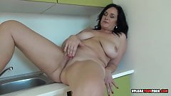 Mature with big tits decided to masturbate