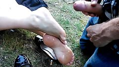 Double cumshot on sole feet