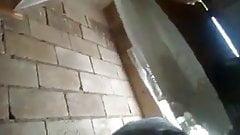 Ямайский фейк-рас, поедающий любительское видео