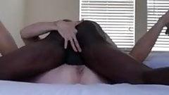 Schwarzer Papi lässt diese Muschi schnurren