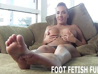 Amazingly sexy woman - I will let you play with my amazingly sexy feet