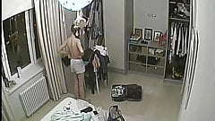 Sola en su cuarto