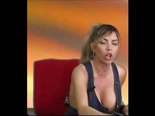 Artistas de famosas porn video Tettona famosa..se le sistema..