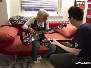 Pornostar kerry marie - Amateur pornostar sexy cora fickt den gitarrenlehrer