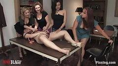 (pissinghd.com) Charlotte Vale und ihre pissenden Freundinnen